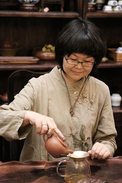 Teemeisterin in Hangzhou